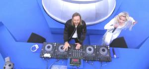 David Guetta ist am Button Pushen